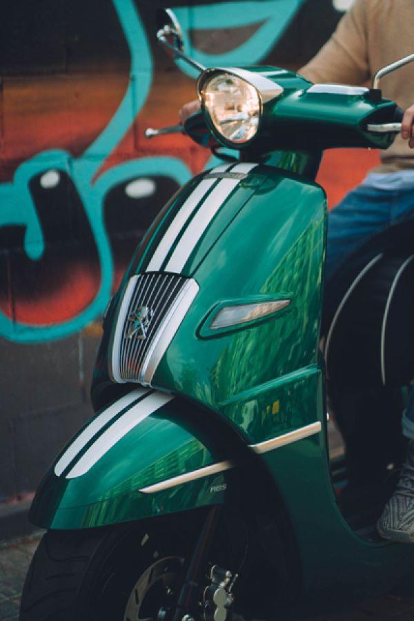 django-02-racing-green-barcelona8A1CC958-C12B-E1E5-A146-0C82688D9841.jpg